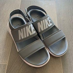 Nike Tanjun Sandal Sz. 5 Grey